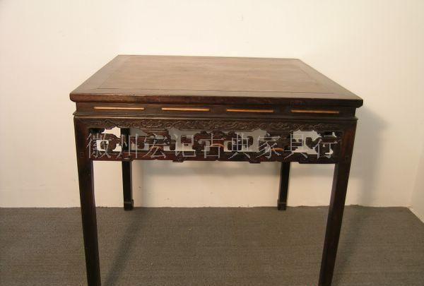 鸡翅木拐子纹方桌