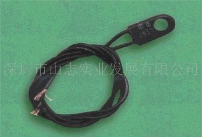 四根电线的电风扇电机怎么连接到五根电线的控制器上